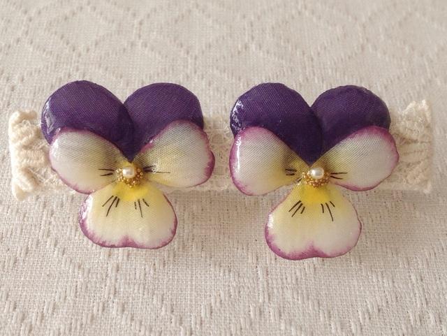 染め花を樹脂加工したビオライヤリング( M・紫&オフホワ)