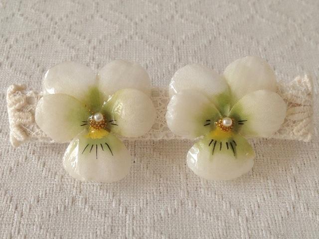 染め花を樹脂加工したビオライヤリング( M・白緑)