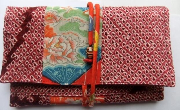 絞りの羽織と花柄の着物で作った和風札入れ 080