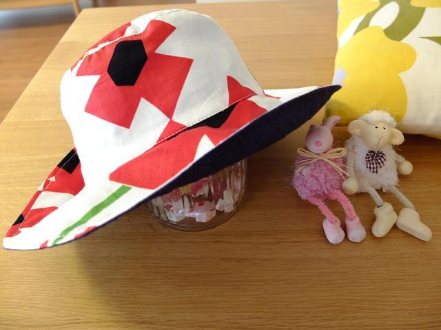 シビラ柄の帽子 リバーシブル