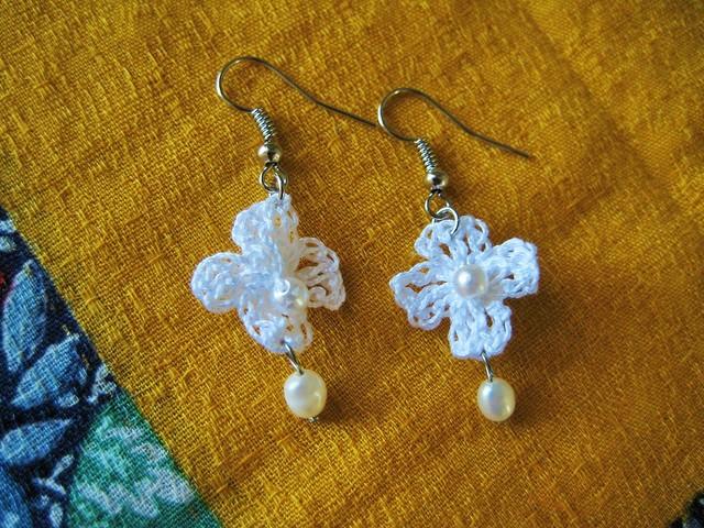 白い小花のピアス