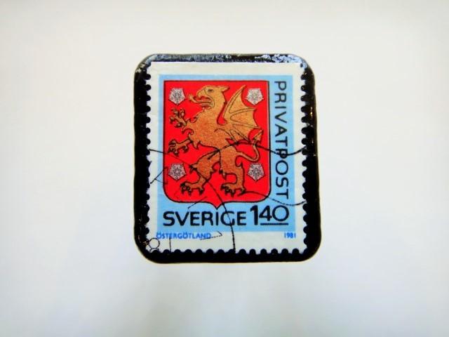 スウェーデン 紋章切手ブローチ908