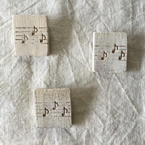 【陶土】五線譜 音符 ♪ ブローチ