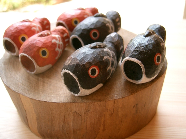 鯉のぼりの置物(黒・赤2個セット)