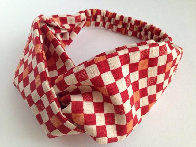 市松模様のクロスヘアバンド(赤)