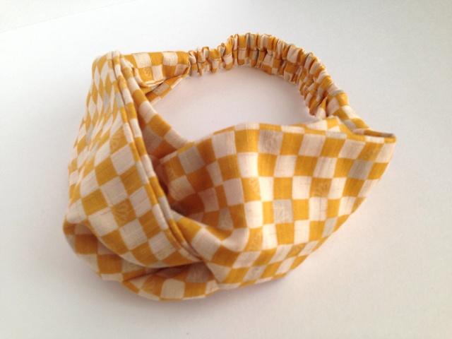 市松模様のクロスヘアバンド(黄)