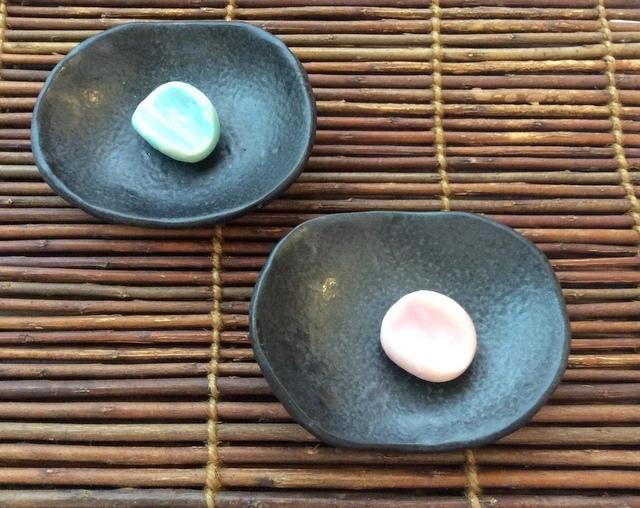 ★春色フェア価格★艶黒豆皿&箸置き