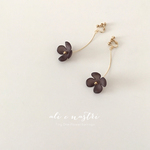 【2018秋新作】Tiny One-Flower Earrings / SMOKY BLACK