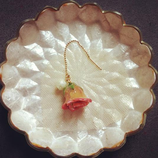薔薇の蕾ピアス