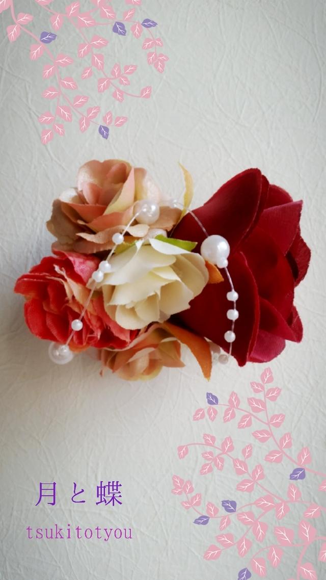 花のコサージュ 朱