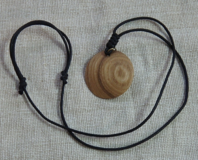 木のペンダント(Jupiter、黒コードタイプ)