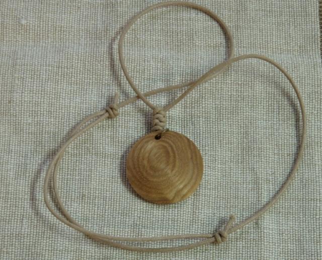 木のペンダント(Jupiter、ベージュコードタイプ)
