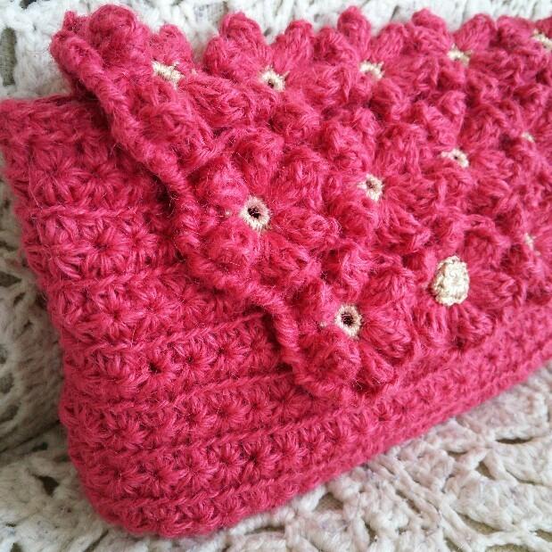 麻ひもで編んだクラッチバッグ お花モチーフ