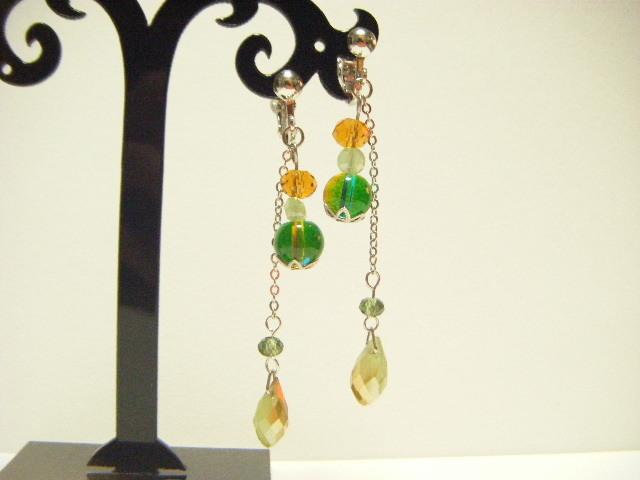 グリーン&トパーズ色ガラスビーズのイヤリング