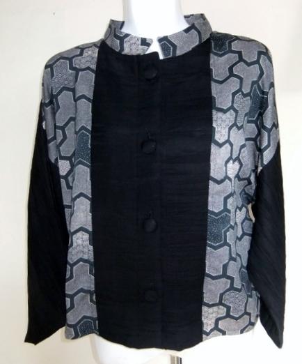 縮緬と黒地模様入りの羽織のジャケット 111