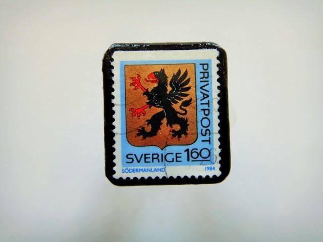 スウェーデン 紋章切手ブローチ917