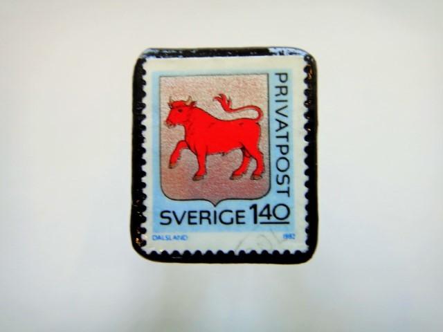 スウェーデン 紋章切手ブローチ921