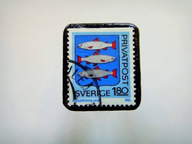 スウェーデン 紋章切手ブローチ924