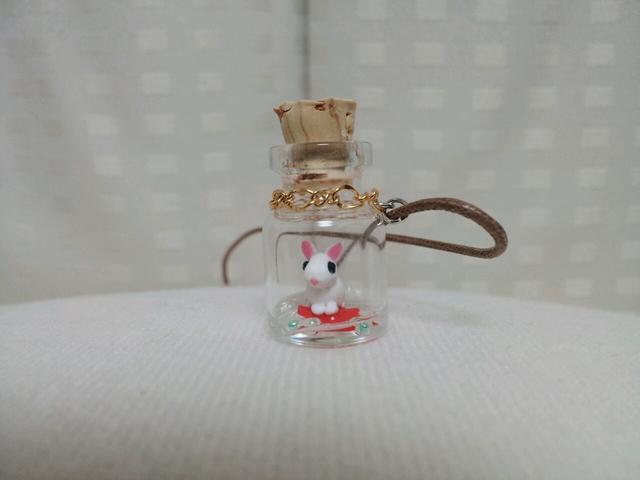 うさぎの小瓶ネックレス