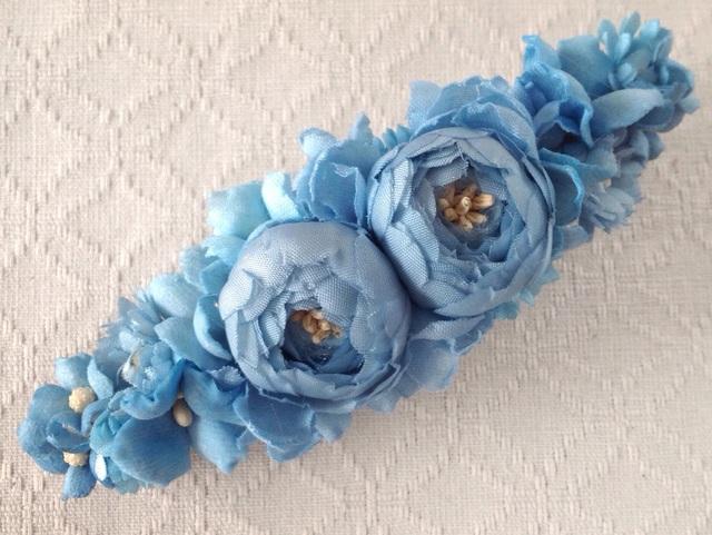 染め花のスリムバレッタ(ライトブルー)