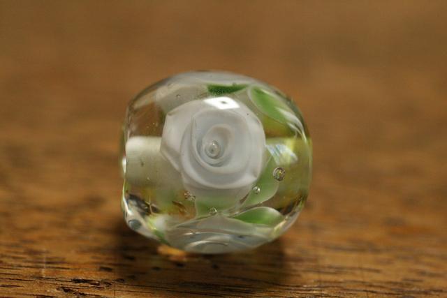 glass beads (とんぼ玉)クリア/白薔薇