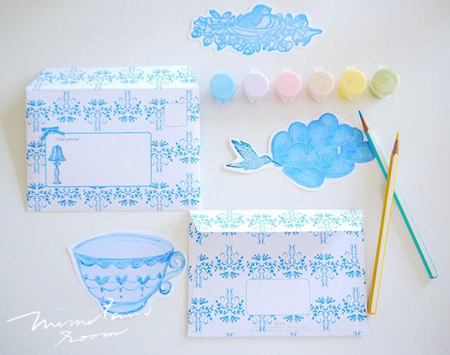 陶器の様なブルーカラーのレター