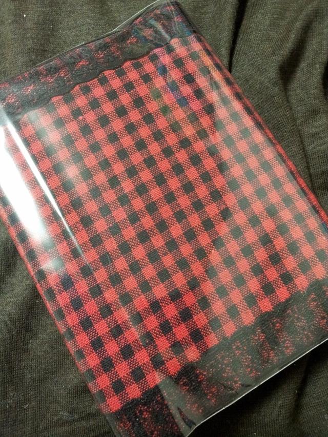 赤黒チェックのブックカバー