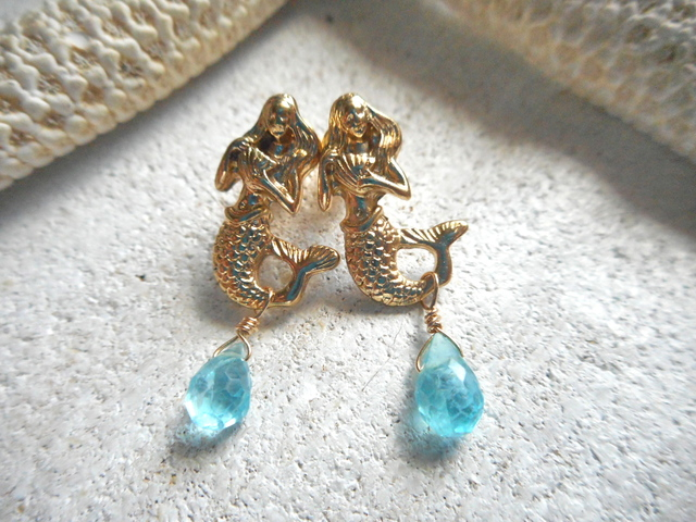 Mermaid with gems <apatite>