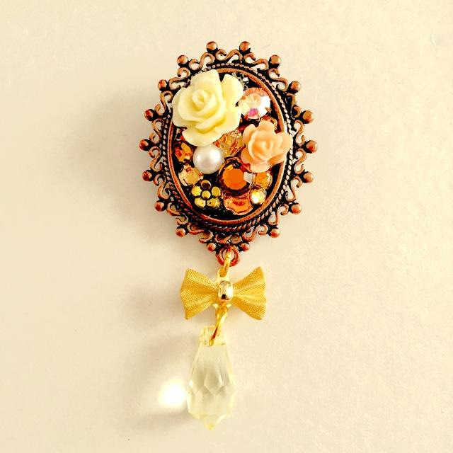 宝石箱ブローチ(白バラ)