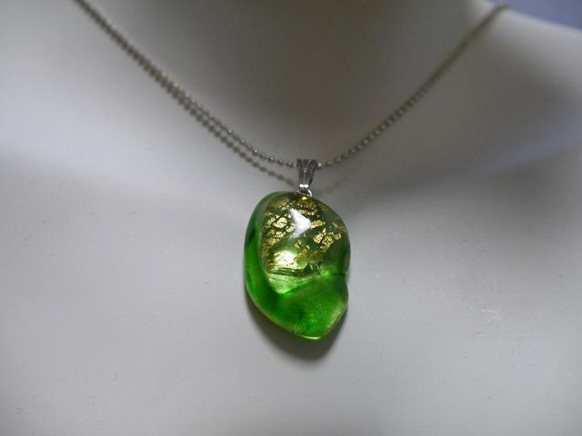 フュージングガラスのペンダント(Green)
