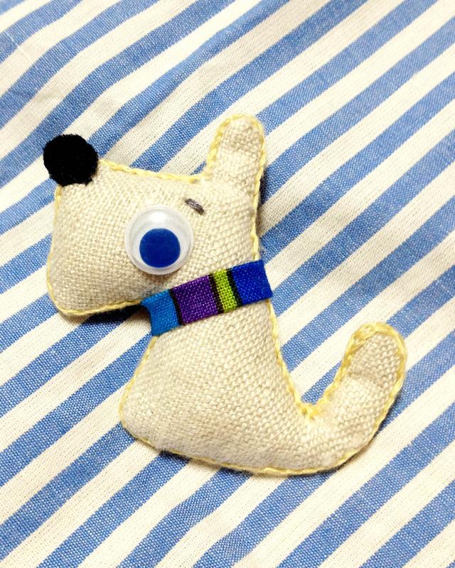 □犬のブローチ