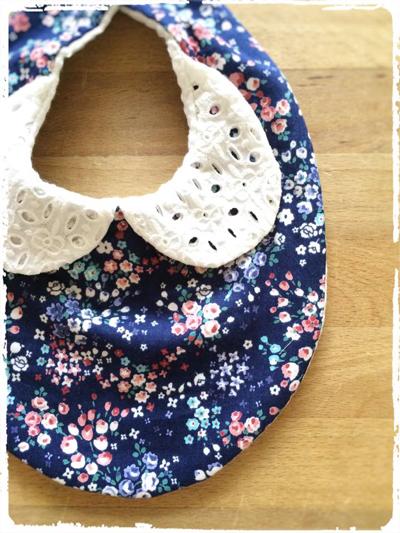 【再販です】かわいいスタイ *刺繍衿×小花柄* ネイビー
