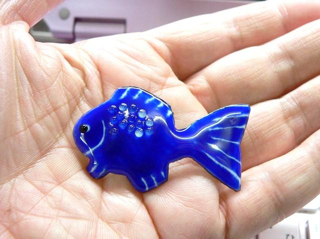 七宝焼・青い魚(書き割り)