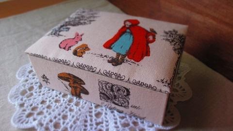 大人かわいい赤ずきん柄布箱/ポケットティッシュサイズ