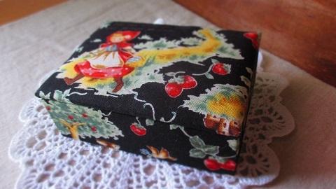 かわいい赤ずきん柄布箱BK/名刺サイズ
