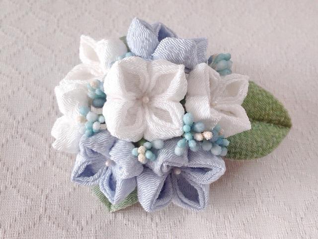 〈つまみ細工〉紫陽花の髪飾り(大・白と水色)