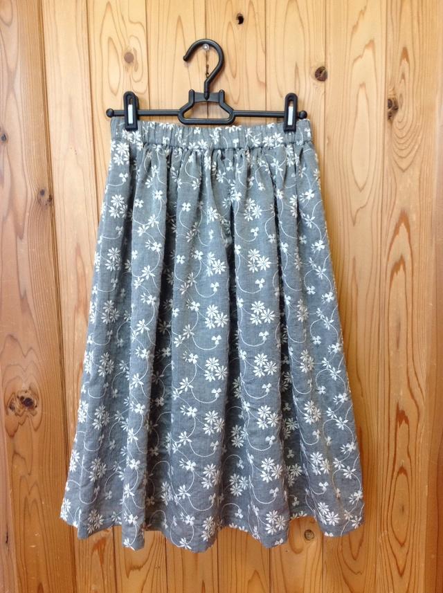 コットンリネン刺繍のふんわりギャザースカート