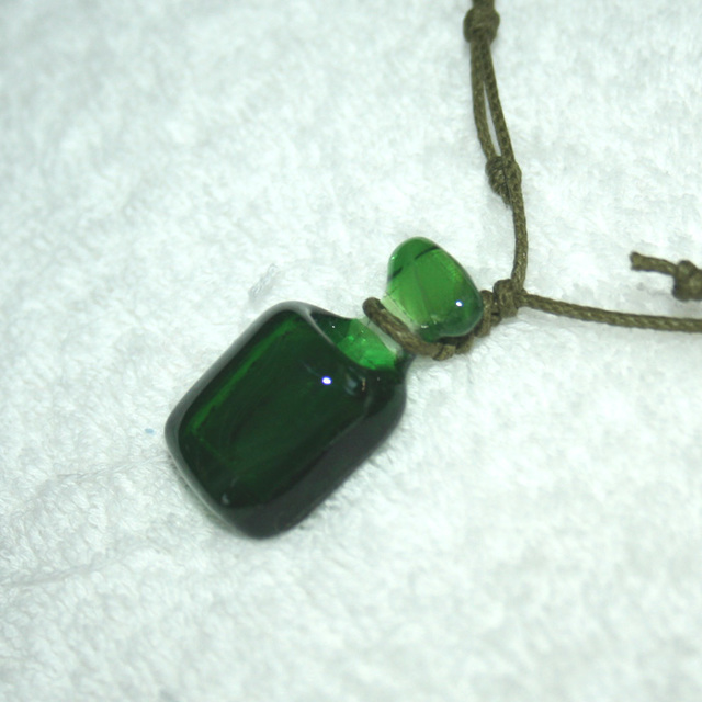 ネックレス  アロマの小瓶 緑 No,1710