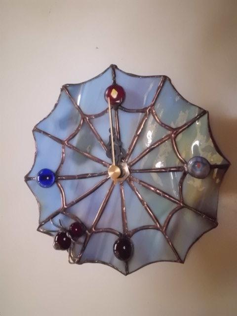 ステンドグラス蜘蛛の巣壁掛け時計