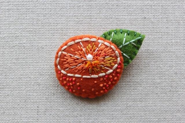 オレンジブローチ