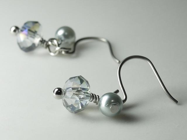 カットガラスとガラスパールのピアス オーロラ