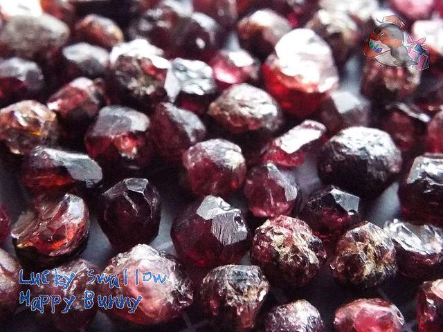 🌟標本 天然ガーネット結晶(非加熱・非人工処理)♪パキスタン産♪天然石♪別名 柘榴石 garnet 紅榴石 石榴石 ♪