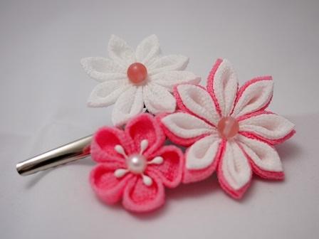 つまみ細工 3輪のお花ヘアピン ピンク