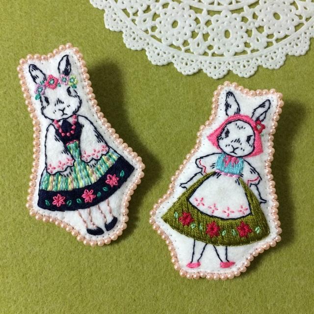 東欧の花祭りブローチ   *ウサギの姉妹*