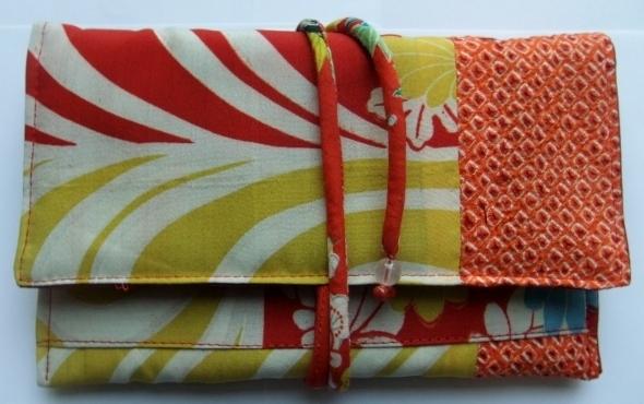 絞りの羽織と花柄の羽織裏で作った和風札入れ 157