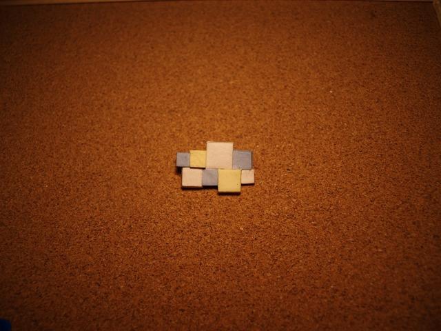 幾何学模様の陶器ブローチ2