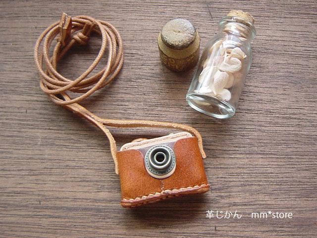 【ハンドメイド】革の小さなカメラ・ネックレス