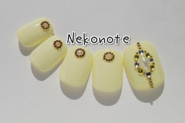 パステルイエローカラーの宝石デザインネイルチップ