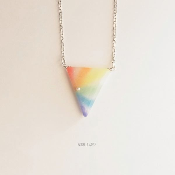 【日虹色】のネックレス