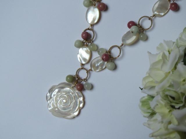 白薔薇のネックレス